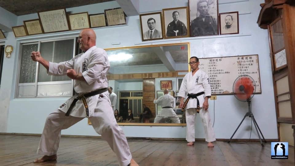 Didier Lorho  sous l'oeil expert de Sadanao Uechi (Soké de l'école Uechi-Ryu)